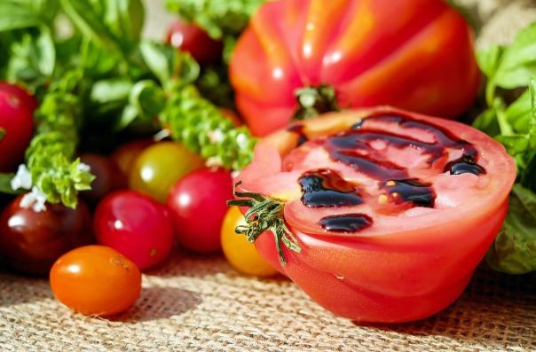 tomatoes-1587130_1280.jpg